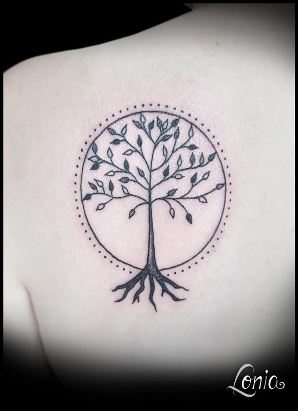 Tatouage Lonia Tattoo Arbre De Vie Dos Femme Dotwork Tattoos