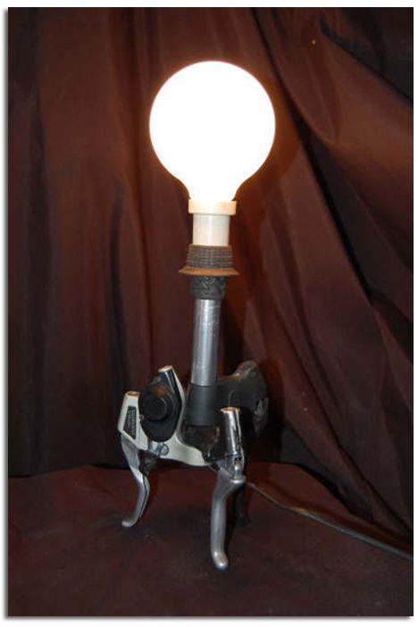 L mparas hechas con piezas recicladas de - Piezas para lamparas ...