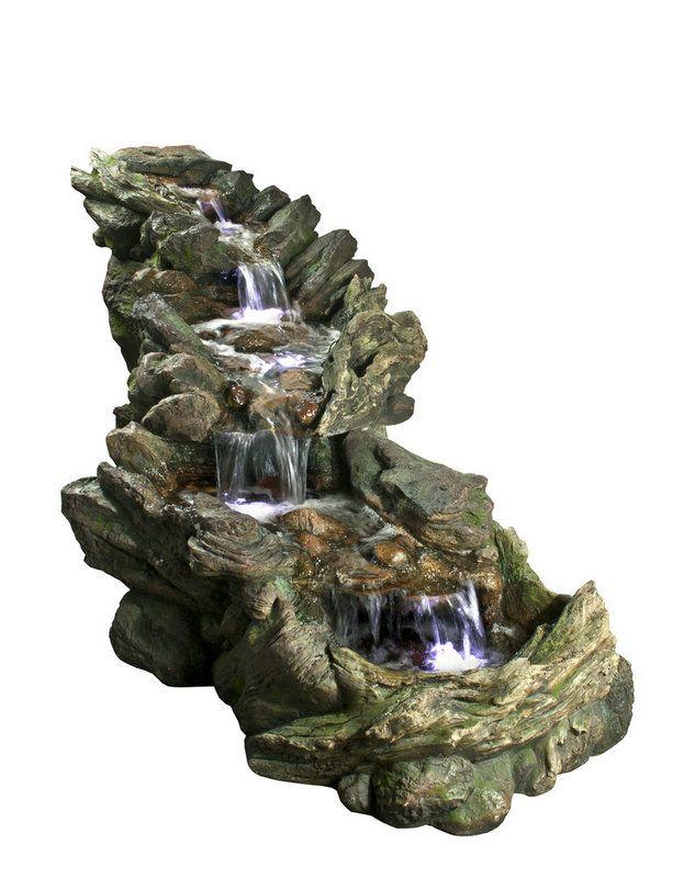 Tato velká kaskáda věrně napodobuje koryto lesního potůčku. Je vhodná do okrasných zahrad nebo větších skalek. Díky kvalitní imitaci kamene splyne s terénem a ostatními přírodninami. Osvětlení LED diodami zdůrazňuje místa, kam voda dopadá.