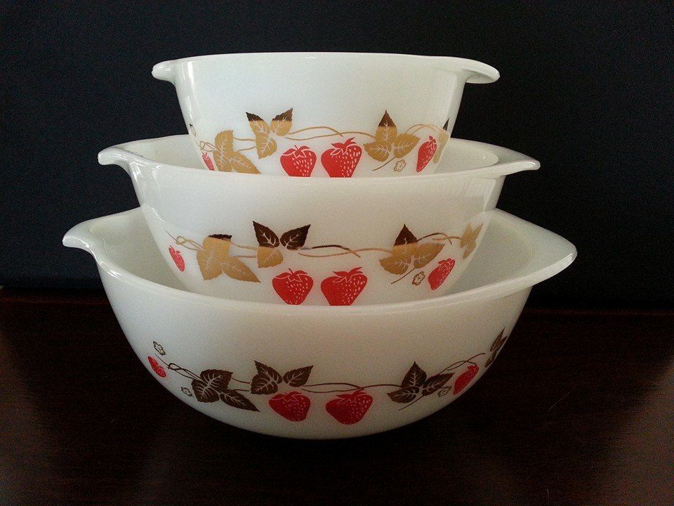 Ware F.C. & Strawberry Fair (1964) | Pyrex Crown and Retro