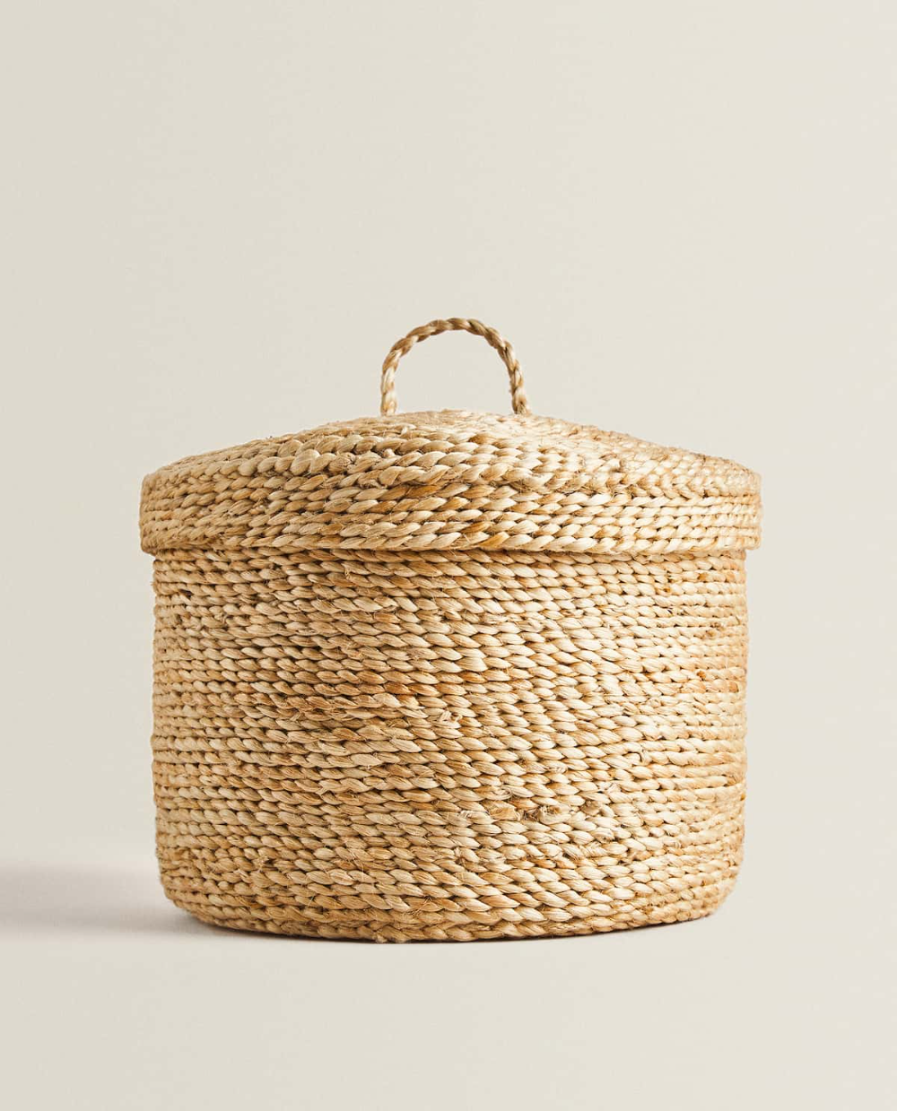 Round Basket With Lid In 2020 Wicker Basket With Lid Lidded Baskets Round Basket