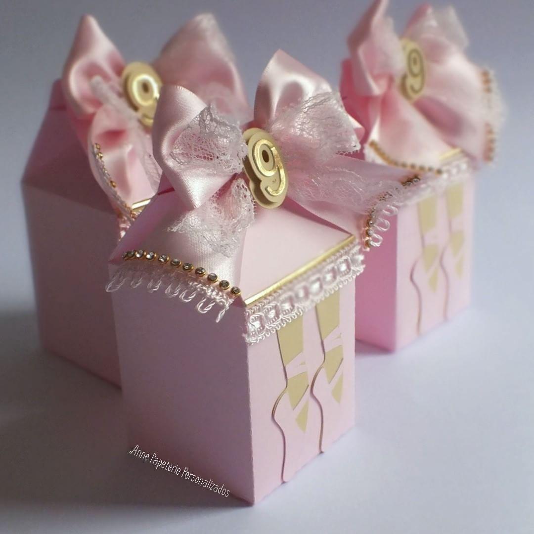 57adfce402 A vida é melhor quando você dança! ♥ Kit bailarina para a Sophia comemorar  o aniversário de 9 anos ♥♥♥♥ Feito com muito carinho!  caixabala…