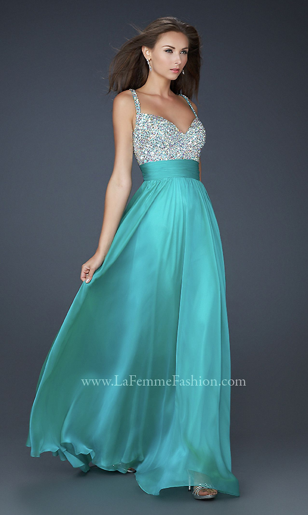 Ooh, a really pretty long gown! I\'m short, so I need something more ...