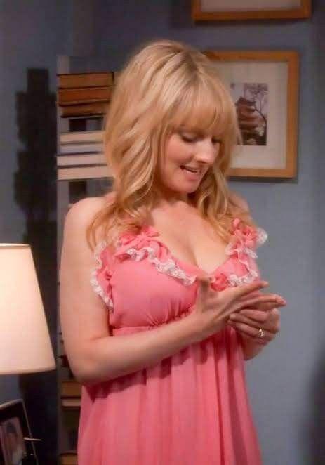 Hailee Steinfeld - Famous Nipple