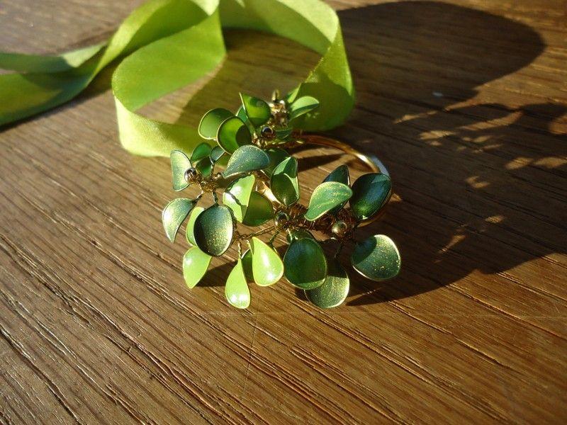 Fabriquer des bijoux fantaisie avec du vernis à ongles – 37 idées originales à faire chez soi