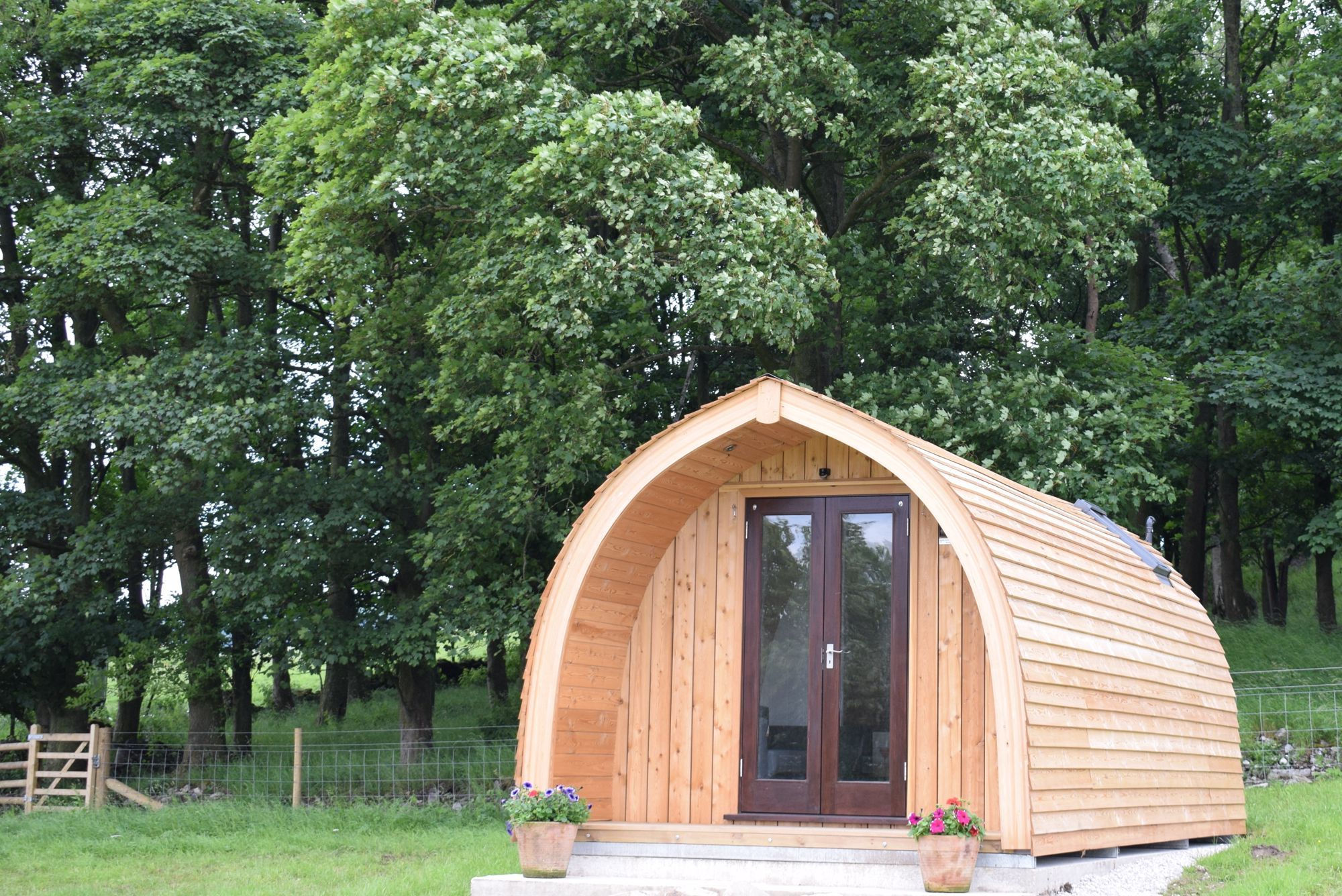 Family-sized, en suite glamping pods in the Peak District ...