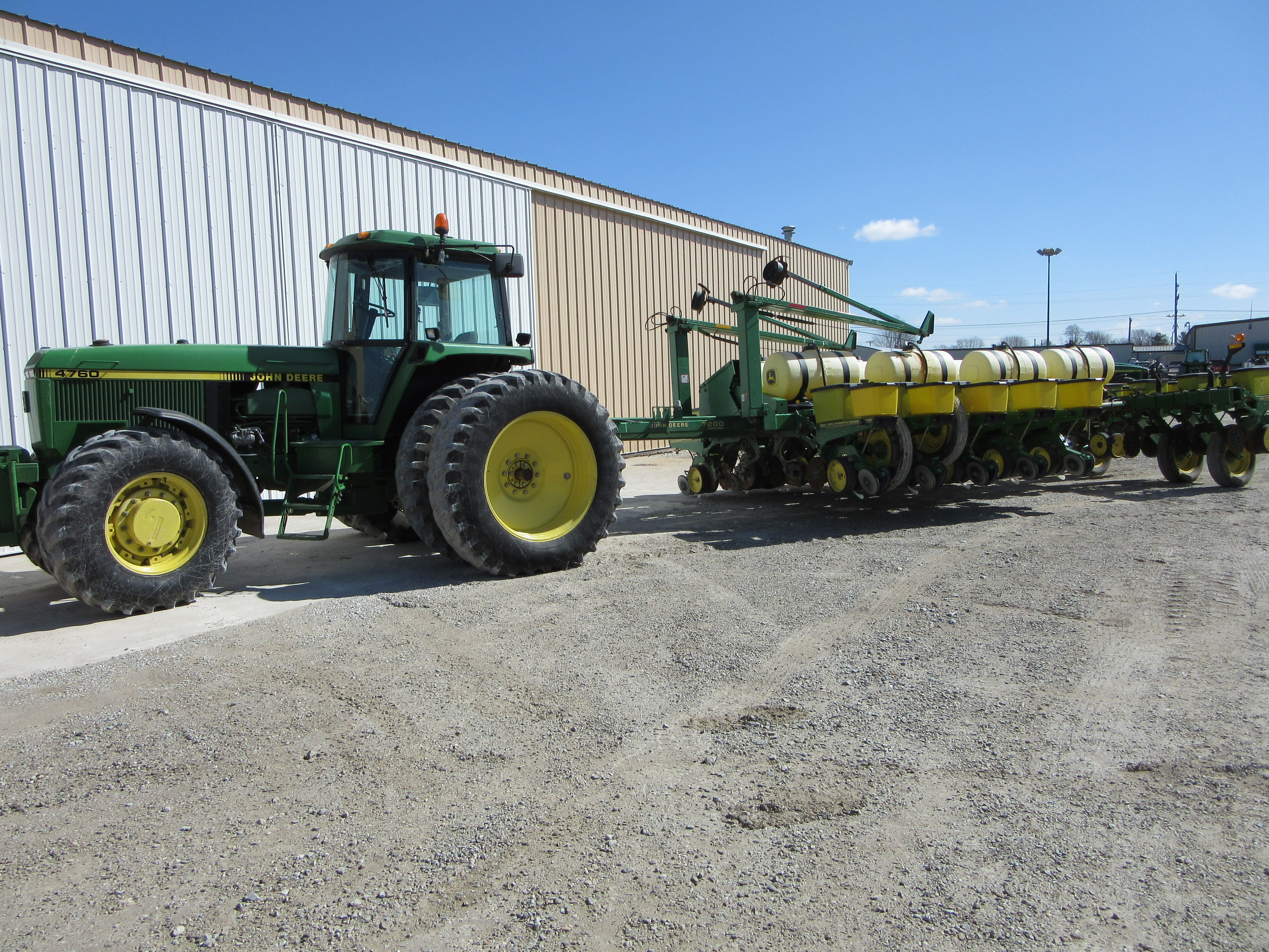 John Deere 4760 Hooked To 16 Row Max Emerge 7200 Corn Planter Tri