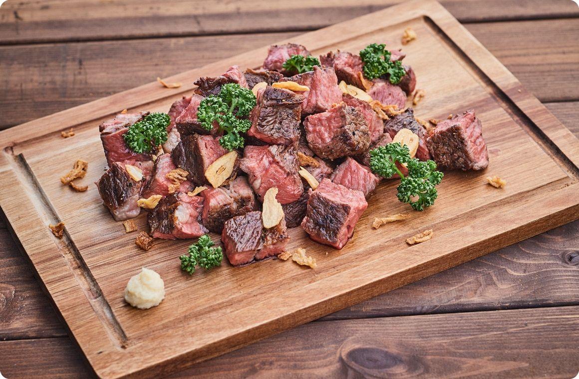 Bbqにおすすめ 絶品塊肉料理 塊肉でサイコロステーキ のレシピ