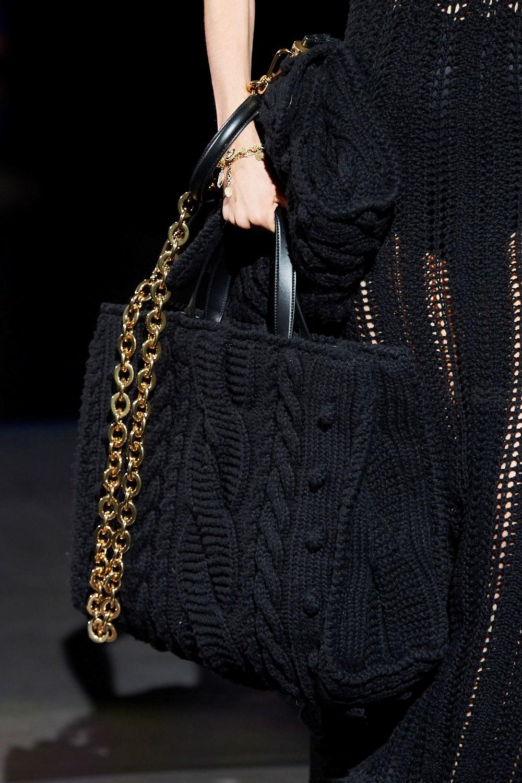 Dolce & Gabbana Fall 2020 Fashion Show Details | The Impression | Borsette  alla moda, Borse alla moda, Borsa a maglia fai da te