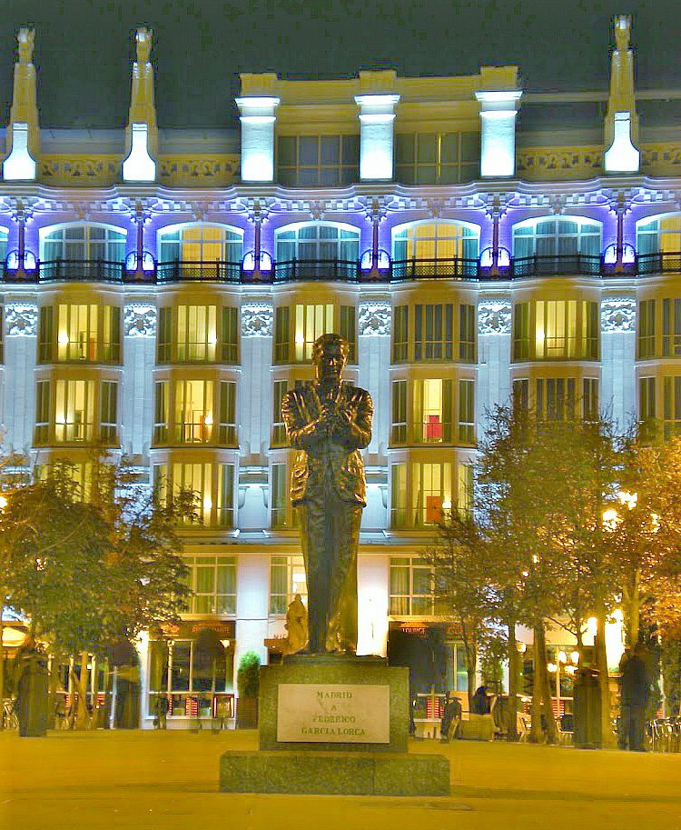 Estatua de Federico García Lorca. Plaza de Santa Ana.Madrid