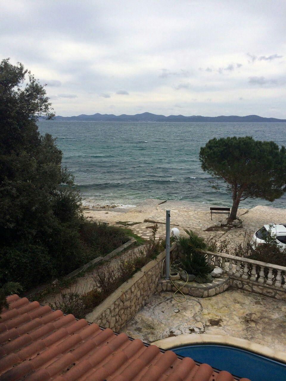 Őszi turazasi,kikapcsolodasi ido az Adrián!  Telen is nyitvatarto tengerparti,Zadar Ovaros-i apartmanjaink varjak az Uzleti utjuk kozben itt megszallni.szandekozokat,vallakozo kedvueket,horgaszni.vagyokat,Kikapcsolodni.akarokat.Bongesszenek a profilomon az apartmanalbumok kozott es osszak meg amelyik tetszik :)  www.facebook.com/zadarkiadoapartmanokraczattila  Honlapunk: www.horvatapartman.eu