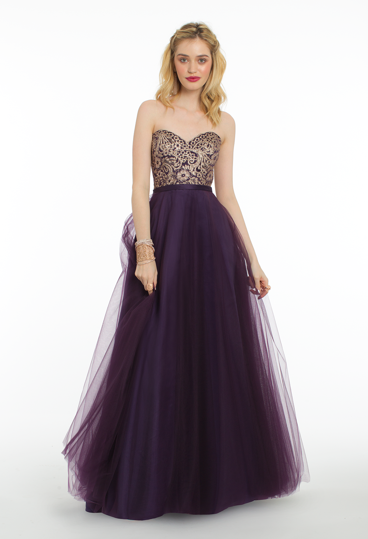 Step into the spotlight in this beautiful evening gown the