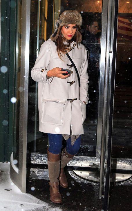 Jessica Alba Wears the Perfect Winter Coat, Hat, a