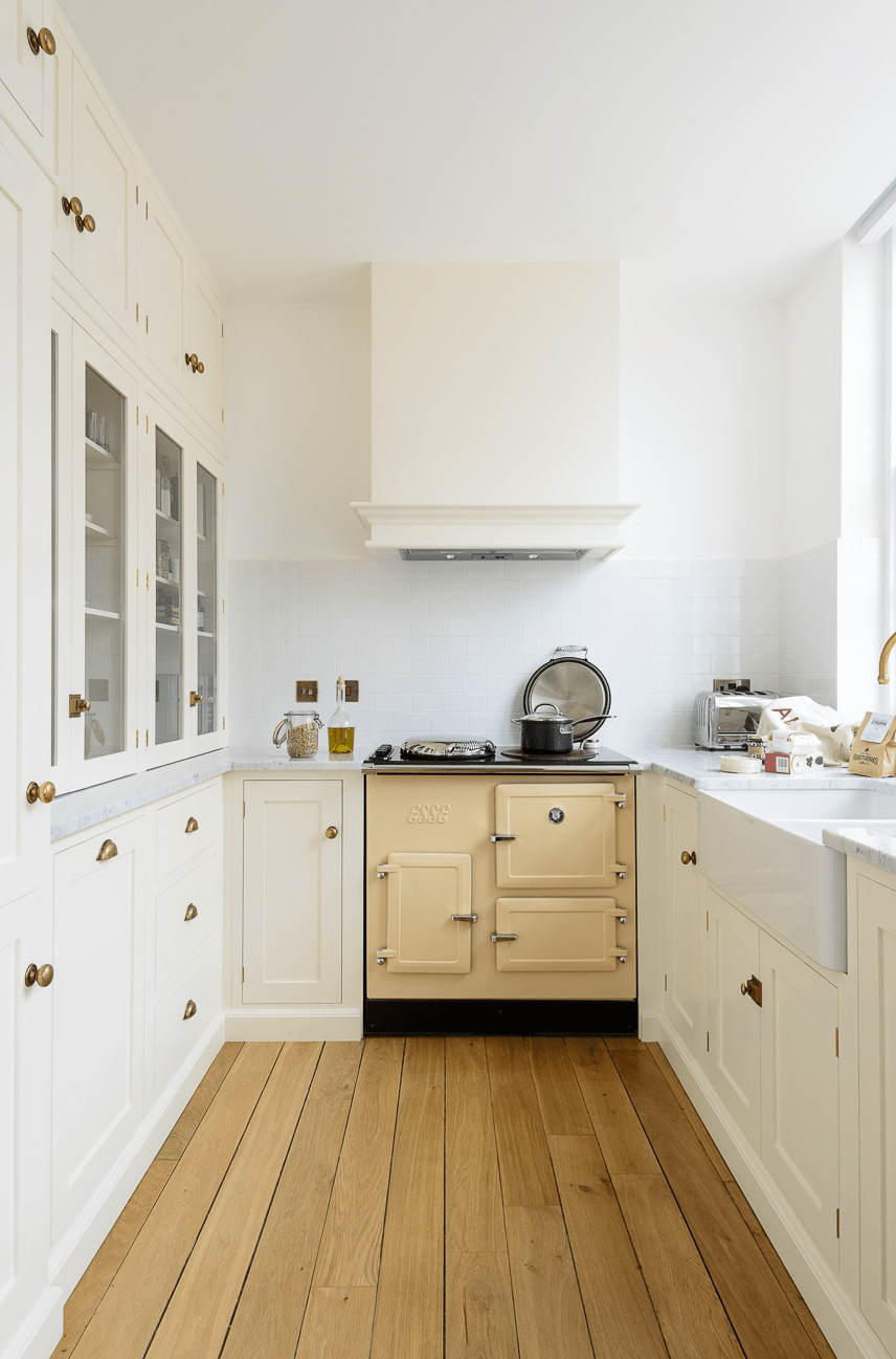 Small Kitchen With Inset Cabinet Infatuation Kitchen Design Small Shaker Kitchen Cabinets Kitchen Styling