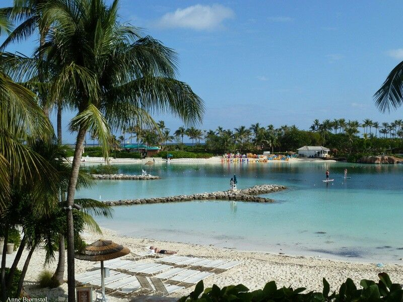 Paradis Island Bahamas. Inside the area to Atlantis hotel