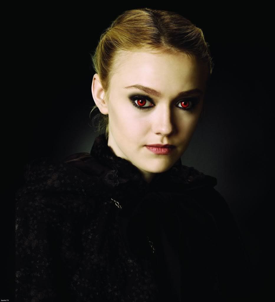 Pin By Lillian Cuesta On Vampires Twilight Saga New Moon Twilight Saga Dakota Fanning