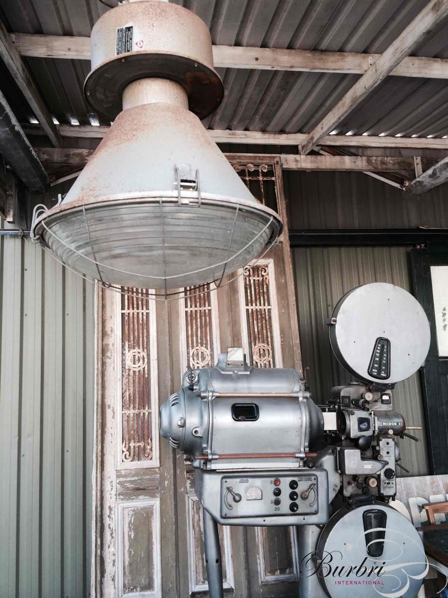 Oude industri le lampen met bol glas zeer stoer for Lampen en verlichting