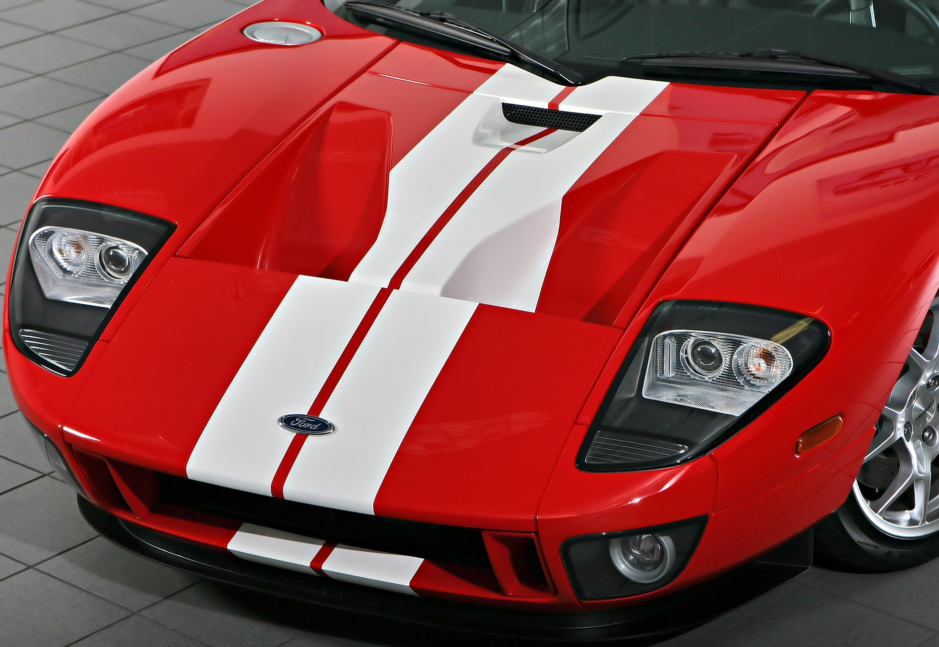 Ford Gt Hood Vents Capless Fuel Filler Upper Left The Car Has The Ship In A Bottle Gas Tank