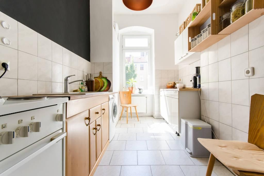 Küchen mit sitzgelegenheit  Wunderschöne helle Küche in Berlin mit Sitzgelegenheit, Sideboard ...
