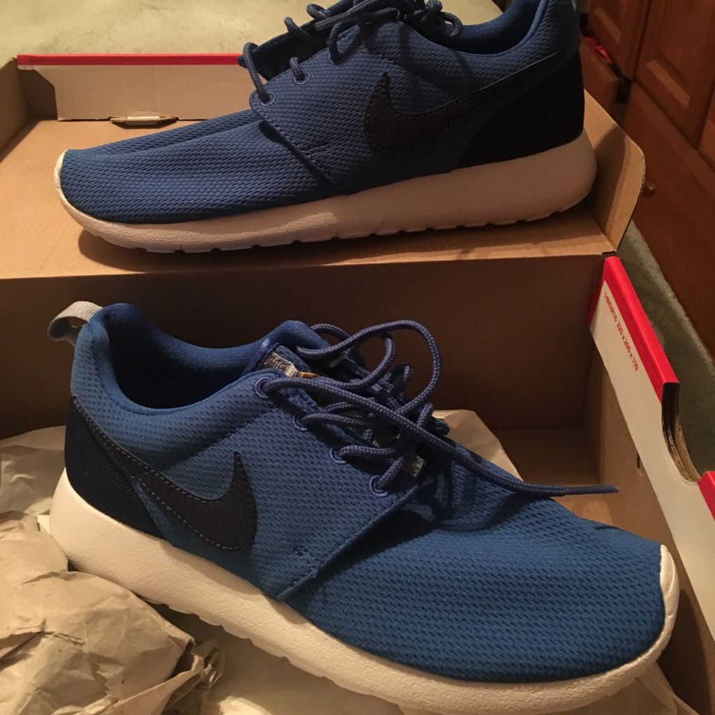 4a555d6e9a42 Nike Roshe Runs Size 5.5y Size 38 Euro Fits A 7w