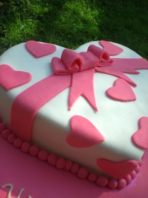 Awe Inspiring Heart Birthday Cake Heart Birthday Cake Heart Shaped Birthday Personalised Birthday Cards Veneteletsinfo