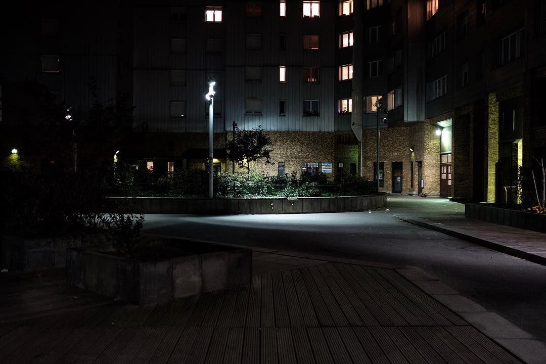 Dalle Robespierre by night , Vitry sur Seine. Jentame une réflexion sur la  photo urbaine