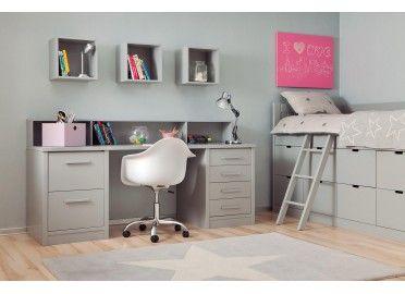 Chambre avec nombreux tiroirs de rangement et bureau design sur