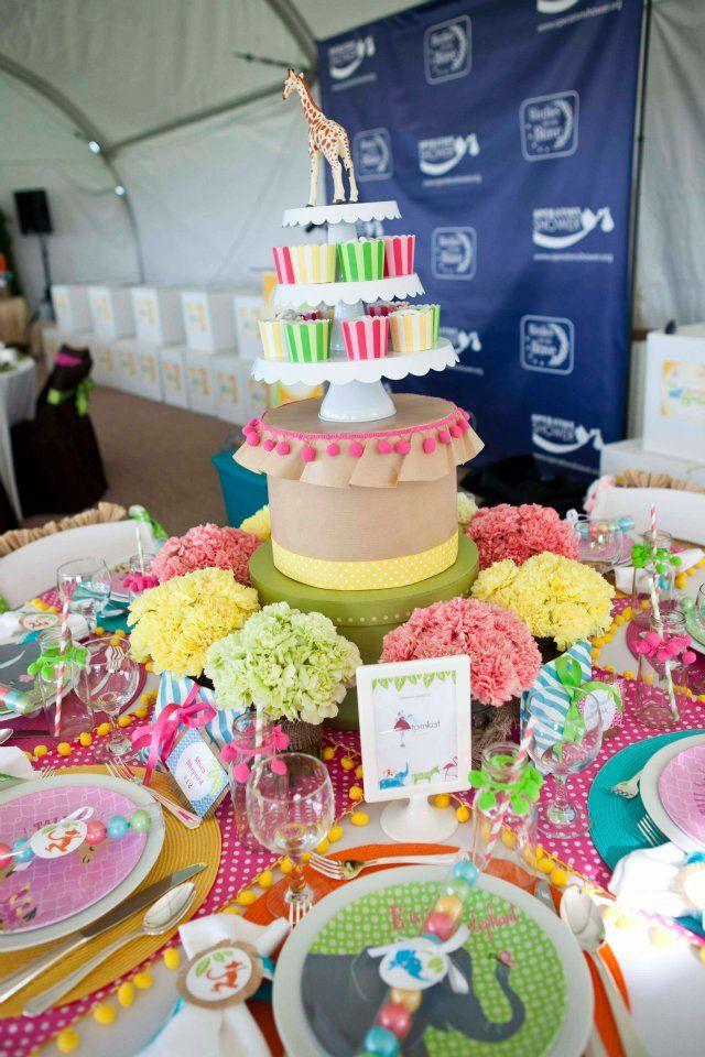 Mesa dulce colorida con peque os detalles entre ellos for Platos dulces