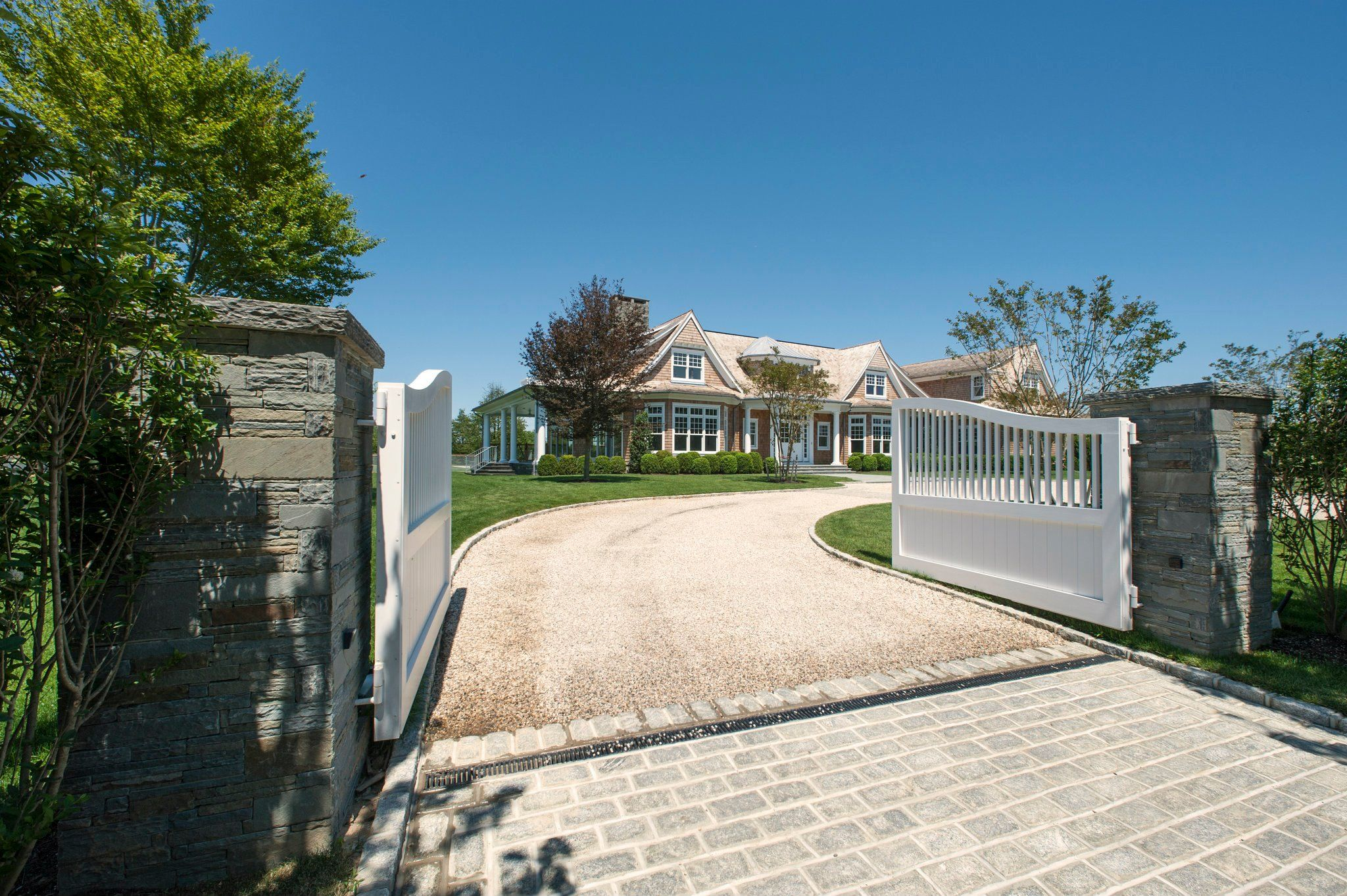 CHIC COASTAL LIVING: 10 BEST:: Dream Homes in the Hamptons