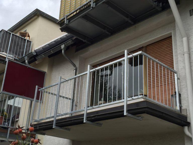 Balkongelander Aus Feuerverzinktem Stahl Balkon Feuer Metallbau