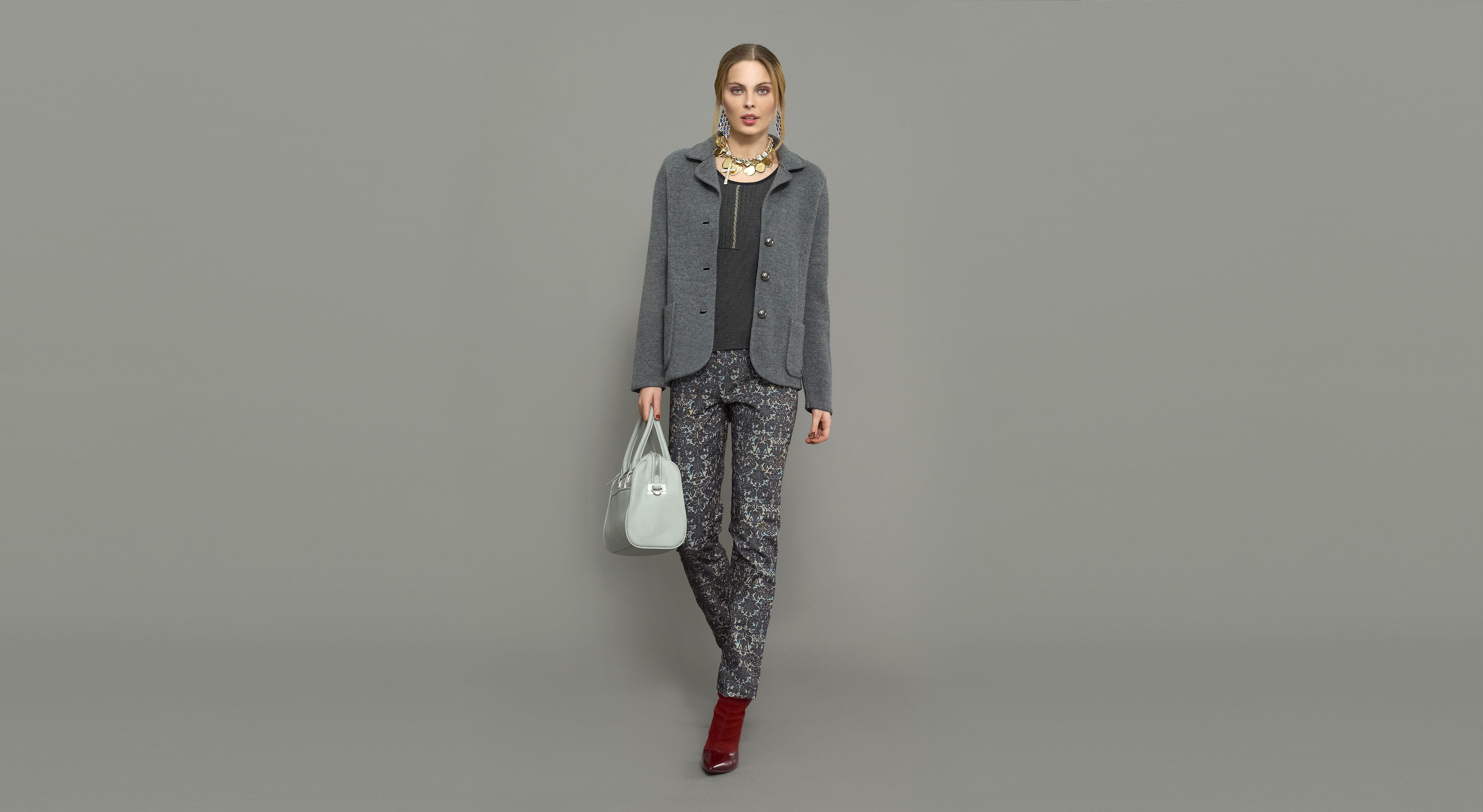 Blazer lana cocida, camiseta y pantalón estampado tapicero. #Naulover #Moda #ModaMujer #Fashion