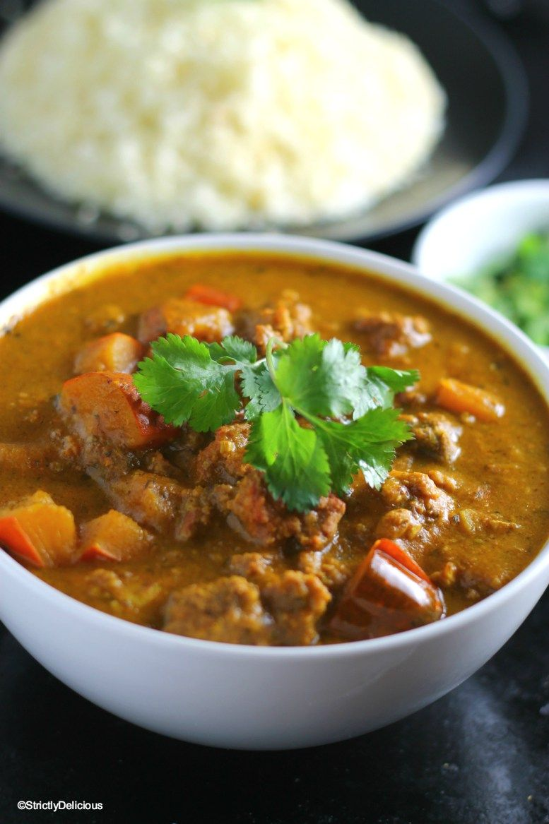 AIP Slow Cooker Squash & Ground Beef Curry, including AIP curry blend recipe | StrictlyDelicious.com