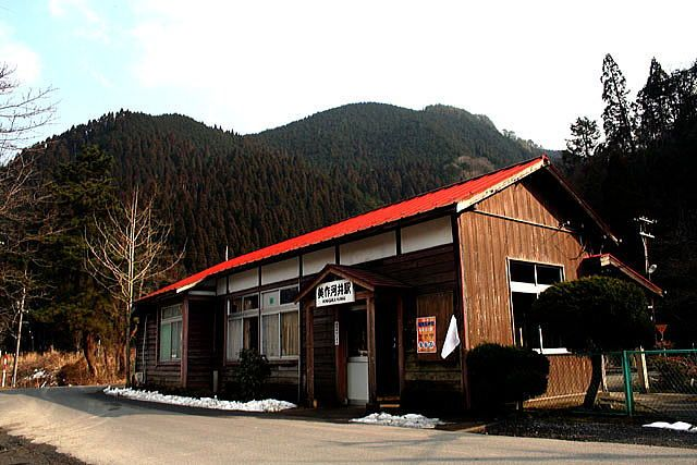 Mimasaka-Kawai station is here.I think that still have not been in many years, no station.Is a train station located in secluded mountainous areas.Feel the wind as station whenever you come, there isn't anybody.