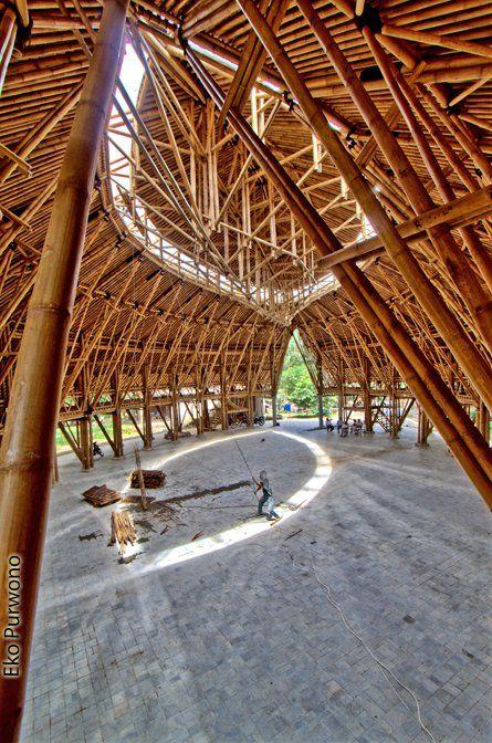 Bamboo Buildings By Andry Widyowijatnoko Arsitektur Organik Arsitektur Arsitek