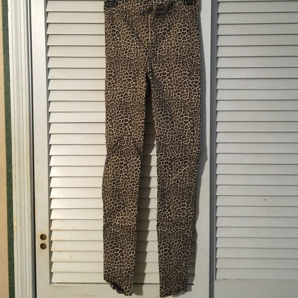 High-waisted Cheetah Print Jeggings High-waisted skinny jeans that fit nicely on the body. Cheetah print. Worn once Divided Jeans Skinny