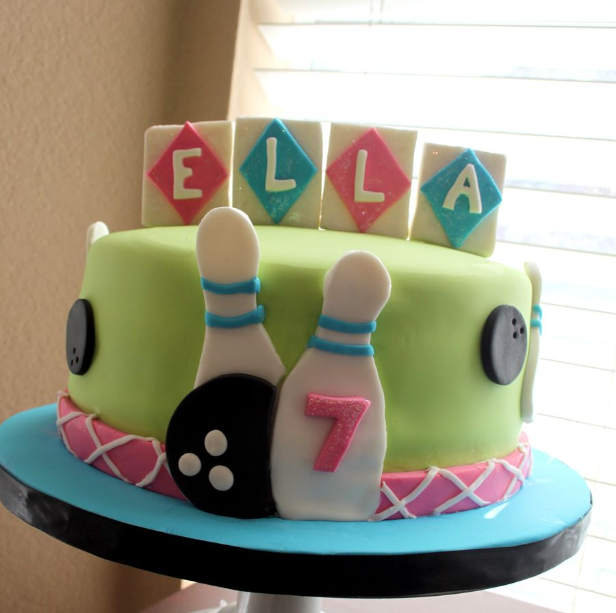 cute bowling cakejust change colors for a boy Bowling Party for