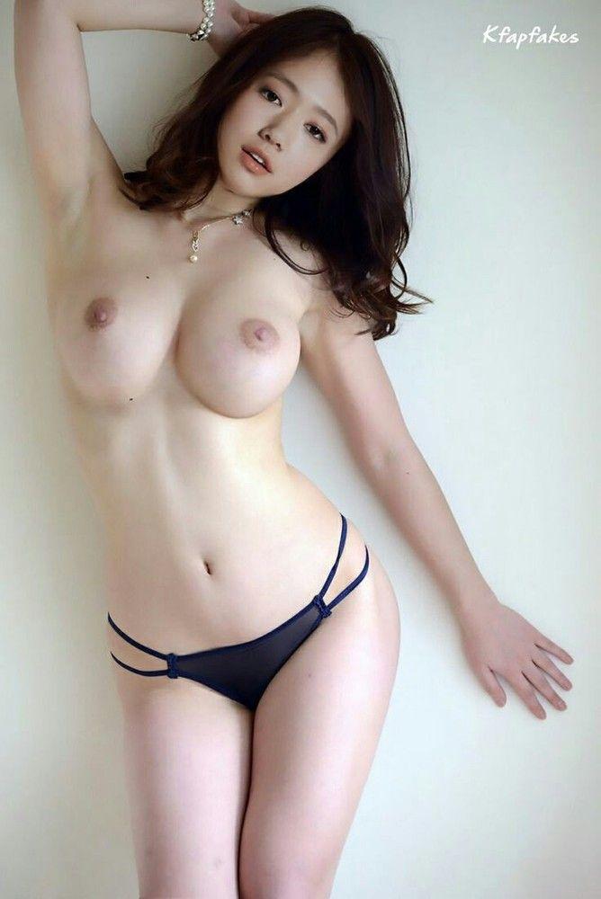 toe-korea-model-naked-breast-online