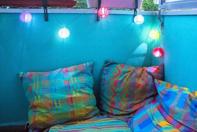 upcycling sitzecke aus palette und bunten kissen diy anleitungen tutorials pinterest. Black Bedroom Furniture Sets. Home Design Ideas
