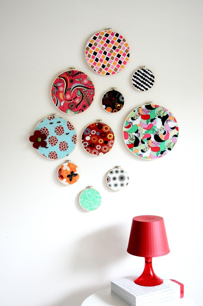 embroidery hoops + patterned fabric = AWESOME wall decor. Seriously love this.