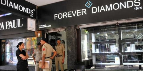 Vinod Verma, the co-owner of jewellery showroom Forever Diamonds in Sector 17, on Monday applied for anticipatory bail in a local court. A case of cheating was registered against the store owners Rajneesh Verma and Vinod Verma on Saturday for allegedly stage-managing a loot of jewellery valued at Rs 14 crore. #Chandigarh #Punjab #News