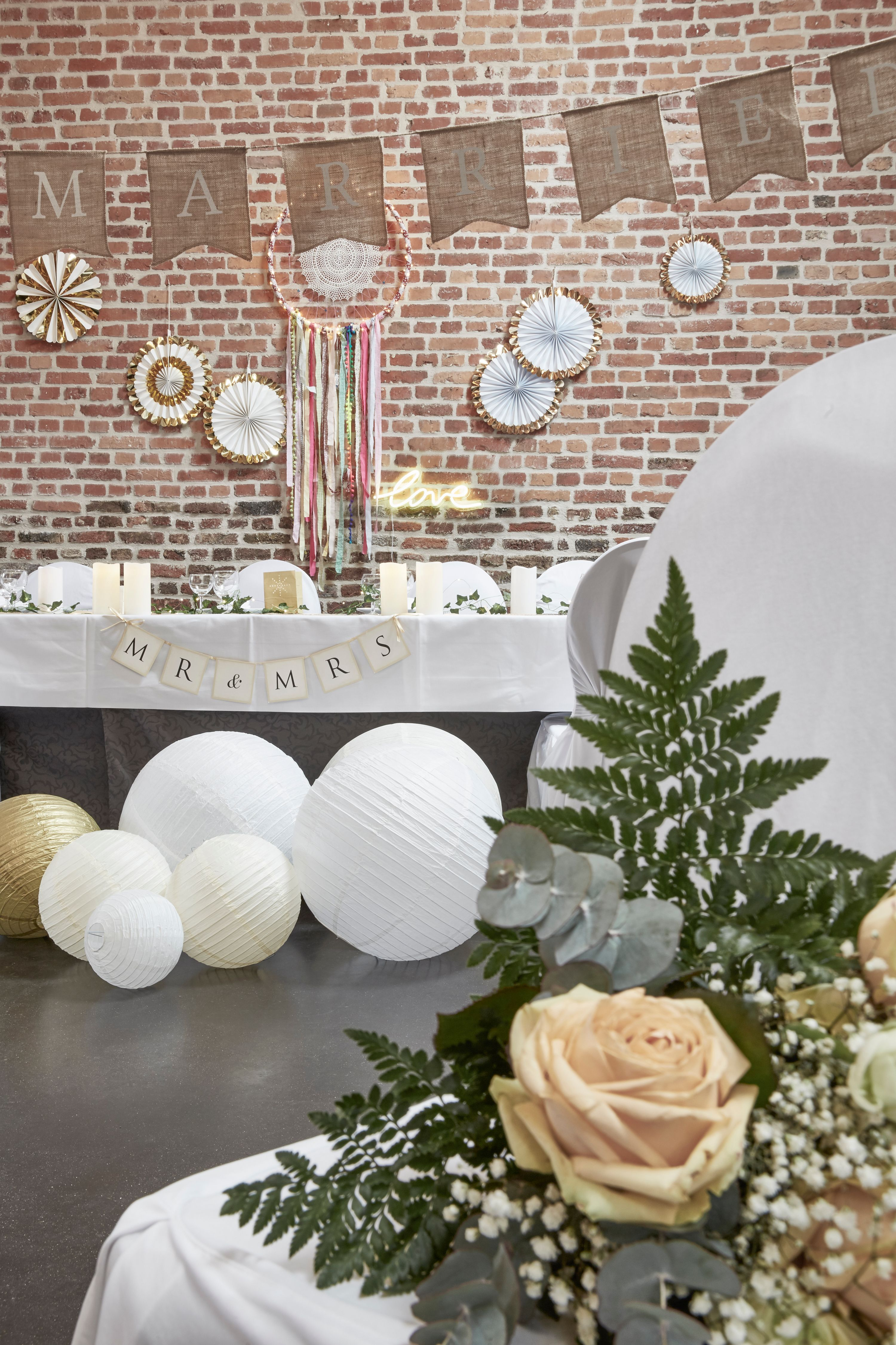 d co mariage champ tre guirlande fanion jute just married rosaces carton papier boules. Black Bedroom Furniture Sets. Home Design Ideas