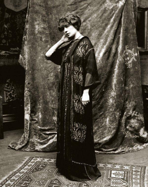 Henriette Nigrin, con un diseño Fortuny.