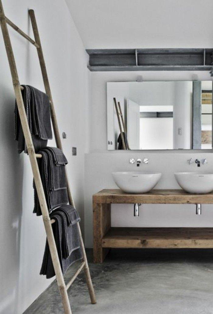 porte serviette murale salle de bain en bois, sol en beton cire gris ...
