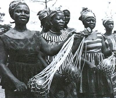 the gullah geechee people of the sea The gullah people, also referred to as the geechee, reside in georgia and the low country of south carolina within the united states they are also located within the coast and the sea islands.