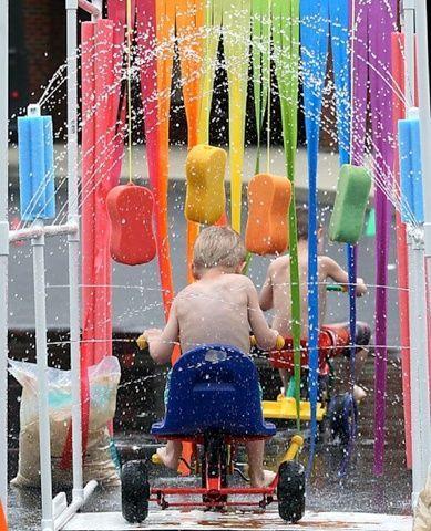 Super Idee Wasserspiele im Garten mit Regenbogen Schwamm Parcours - wasserspiel fur kinder im garten
