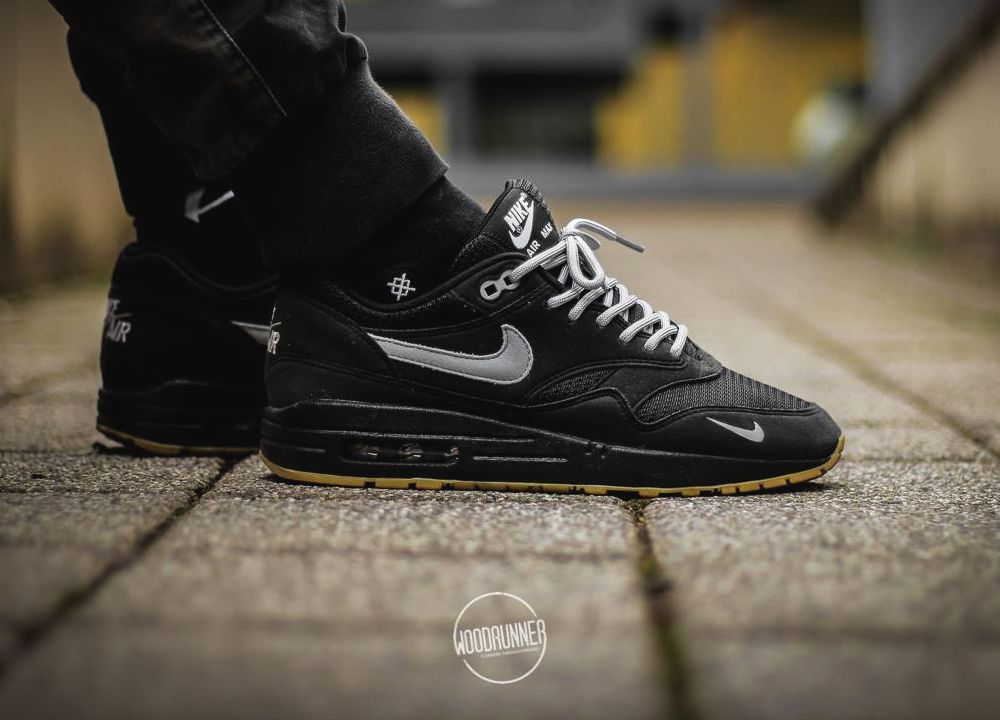 womens nike air max 1 black and white check
