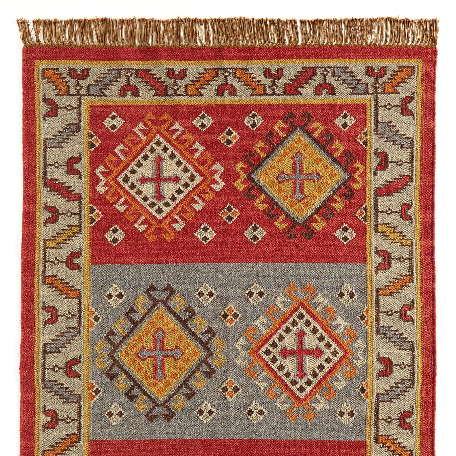Heraldic Dhurrie Rug Picked From Sundance Stylized Crosses Give Our Handwoven Flatweave Dhurrie Rug A Medieval Ai Dhurrie Rugs Handcrafted Rugs Flat Woven Rug
