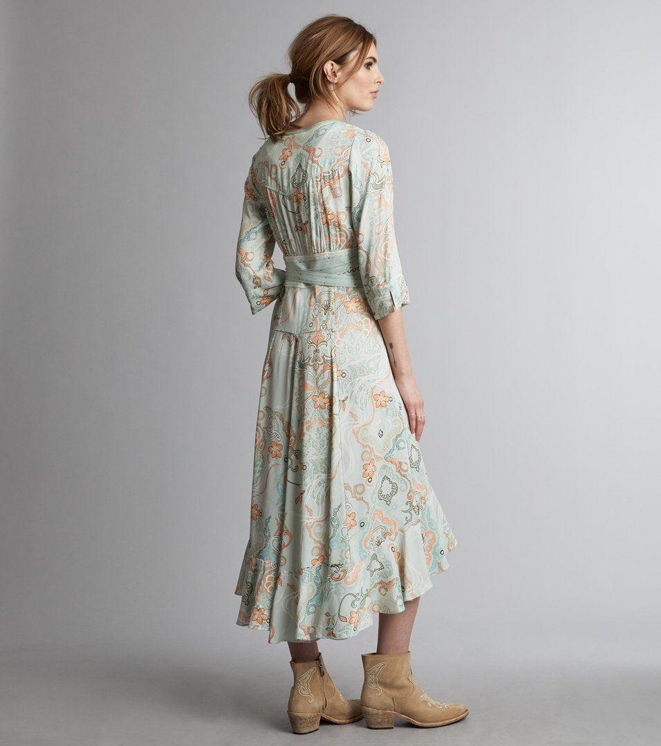 Delicate mekko, Vaatteet ja kengät,
