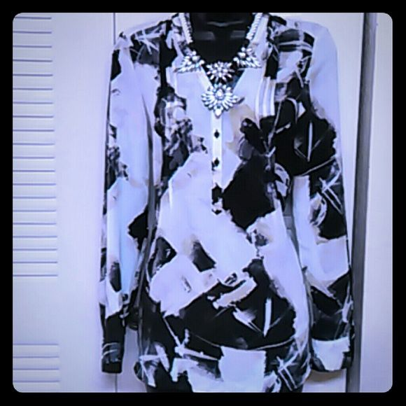 Vera Wang top Long sleeve, sheer polyester top. Can be worn with sleeves rolled up Simply Vera Vera Wang Tops Tunics