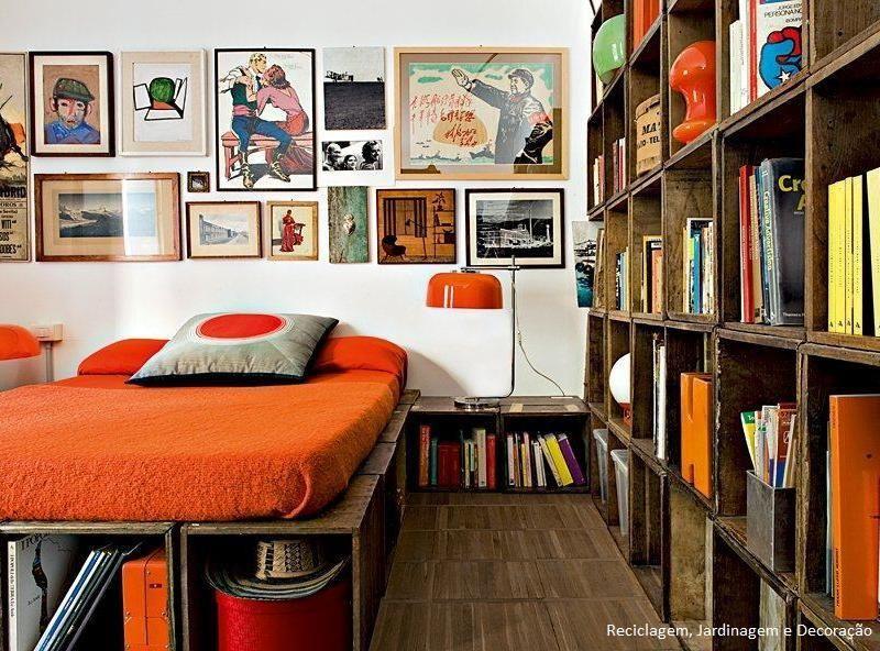Reutilização de caixotes... cama, estante e criado mudo.